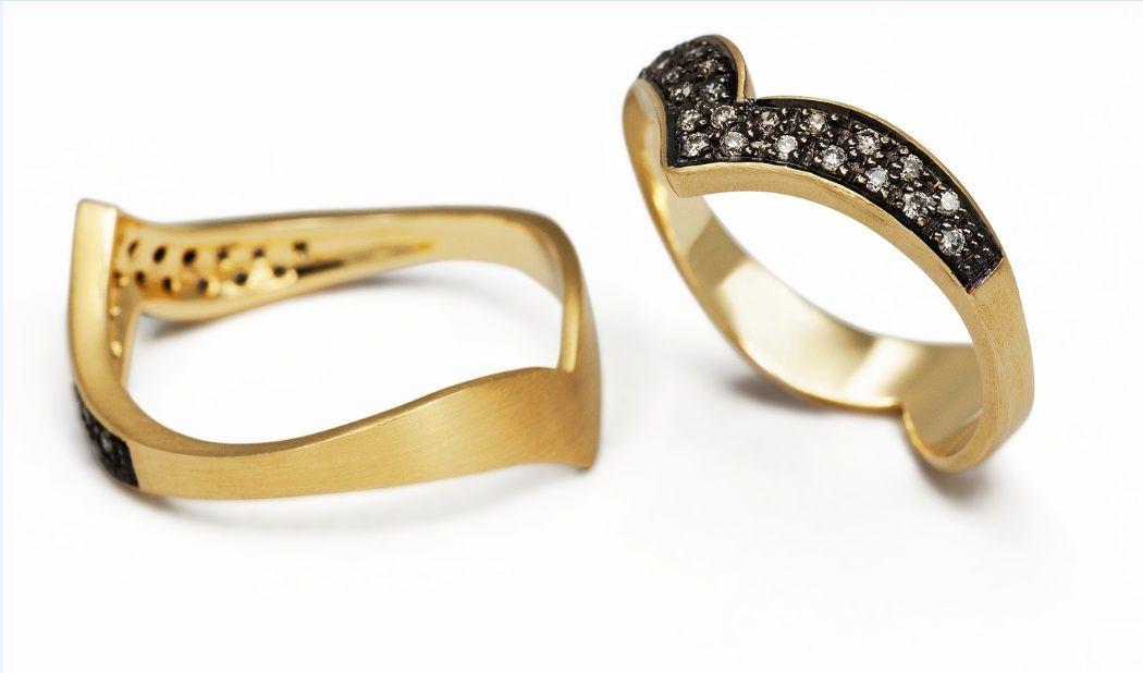 Anel em ouro com aplicação de ródio negro e diamantes   CFAC4826
