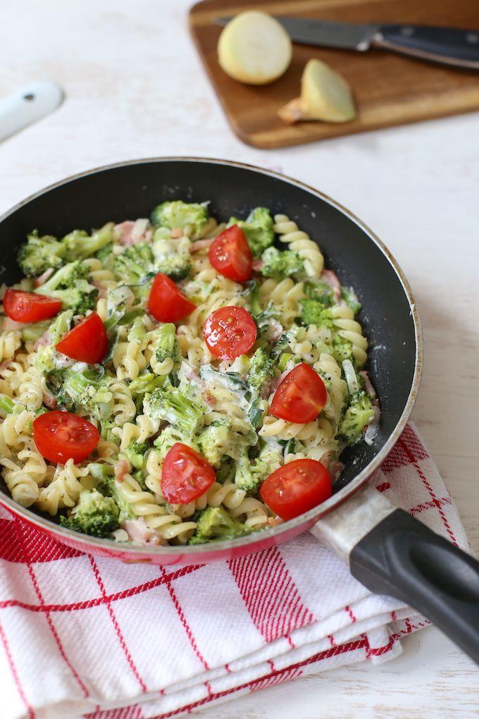 Romige pasta met broccoli en spekjes - Lekker en Simpel #gezondeten