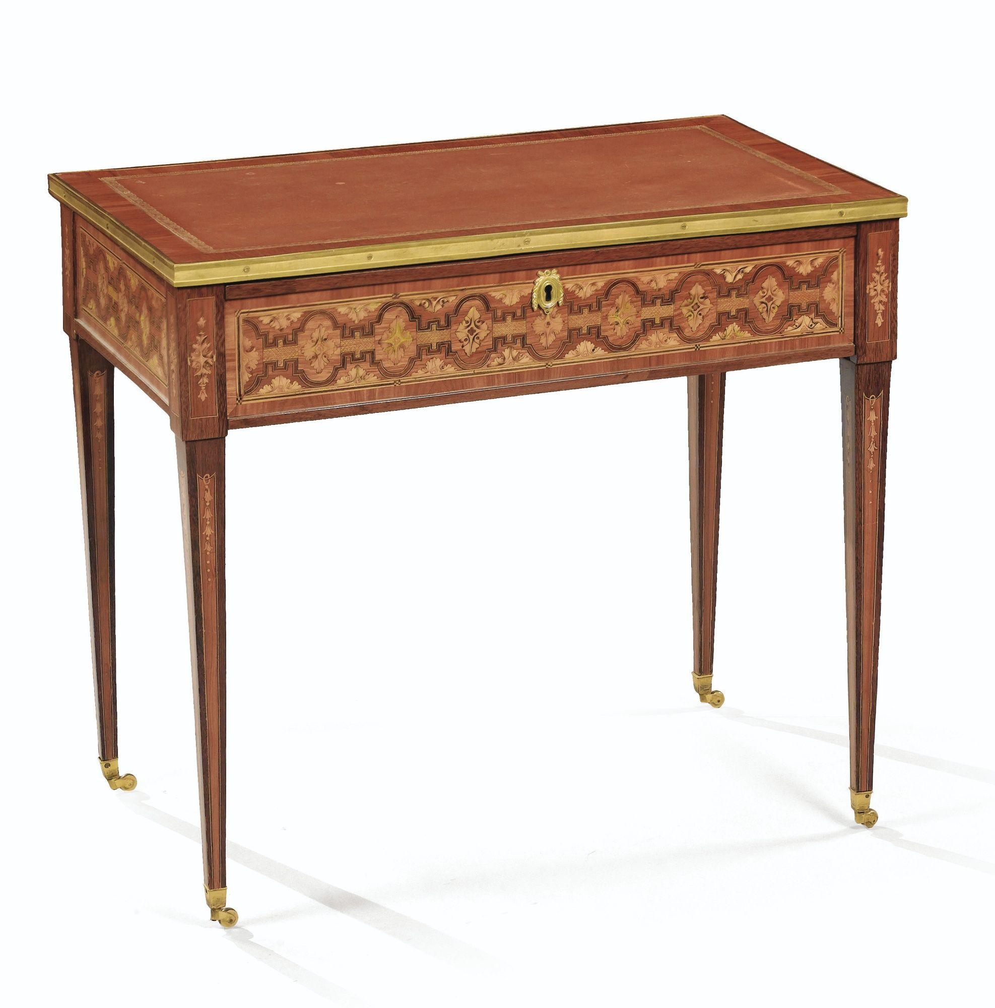 Petite table à écrire en marqueterie d\'amarante, bois de rose et ...