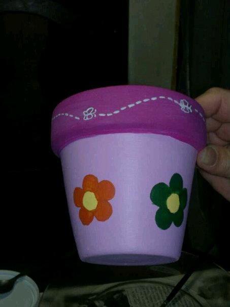 Maceta rosa con flores