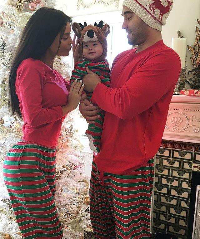 c01650794e Christmas morning … | eli first christmas! ❤❤❤❤ | Famil…