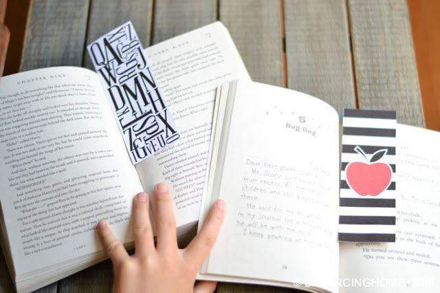 IMPRIMIBLE | La vuelta al cole: Etiquetas, un bonito mantel y dos puntos de libro