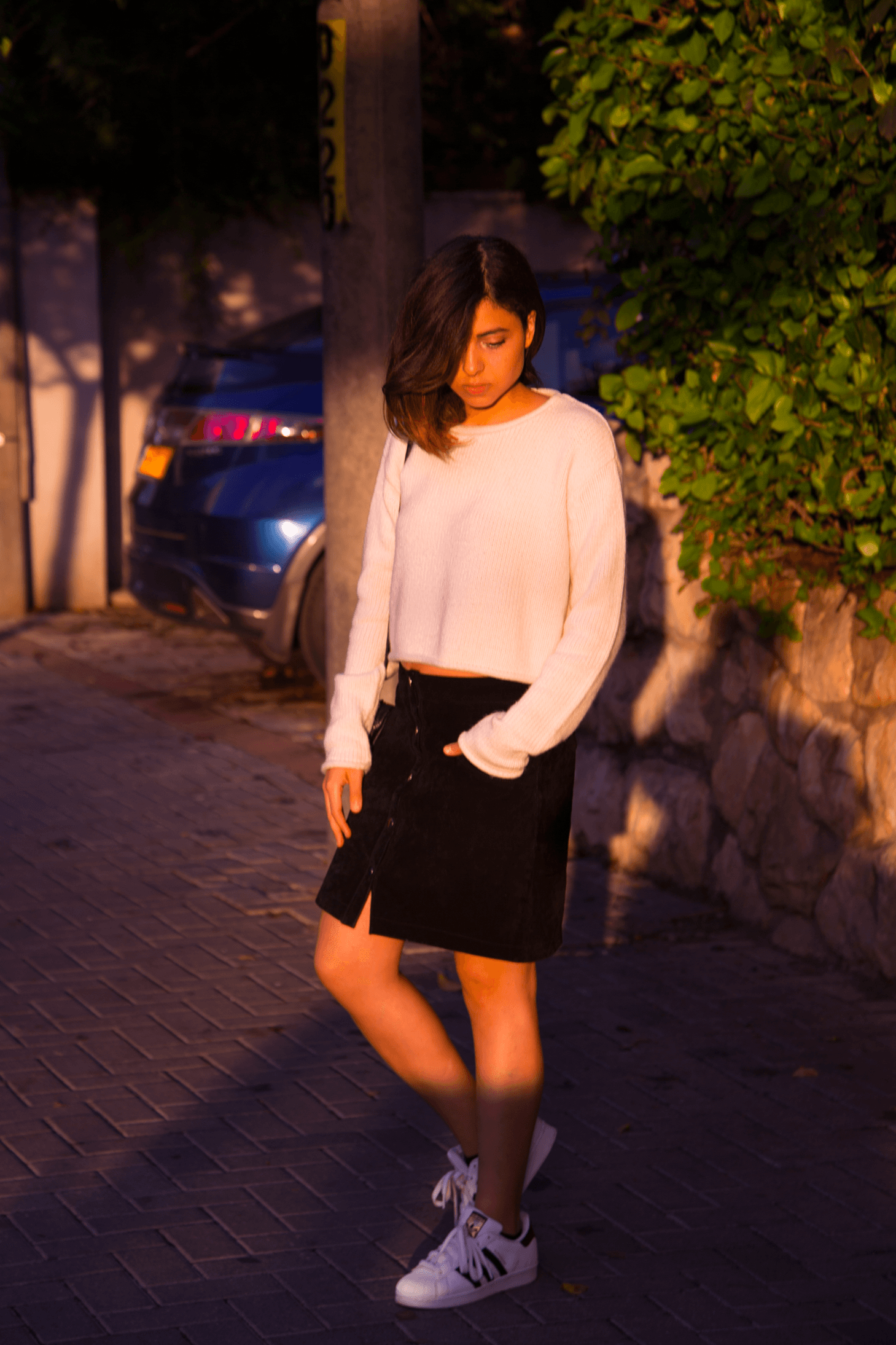 WHY YOU SHOULD INVEST IN THE PERFECT SUEDE SKIRT 90s are back @Tomboychronicle