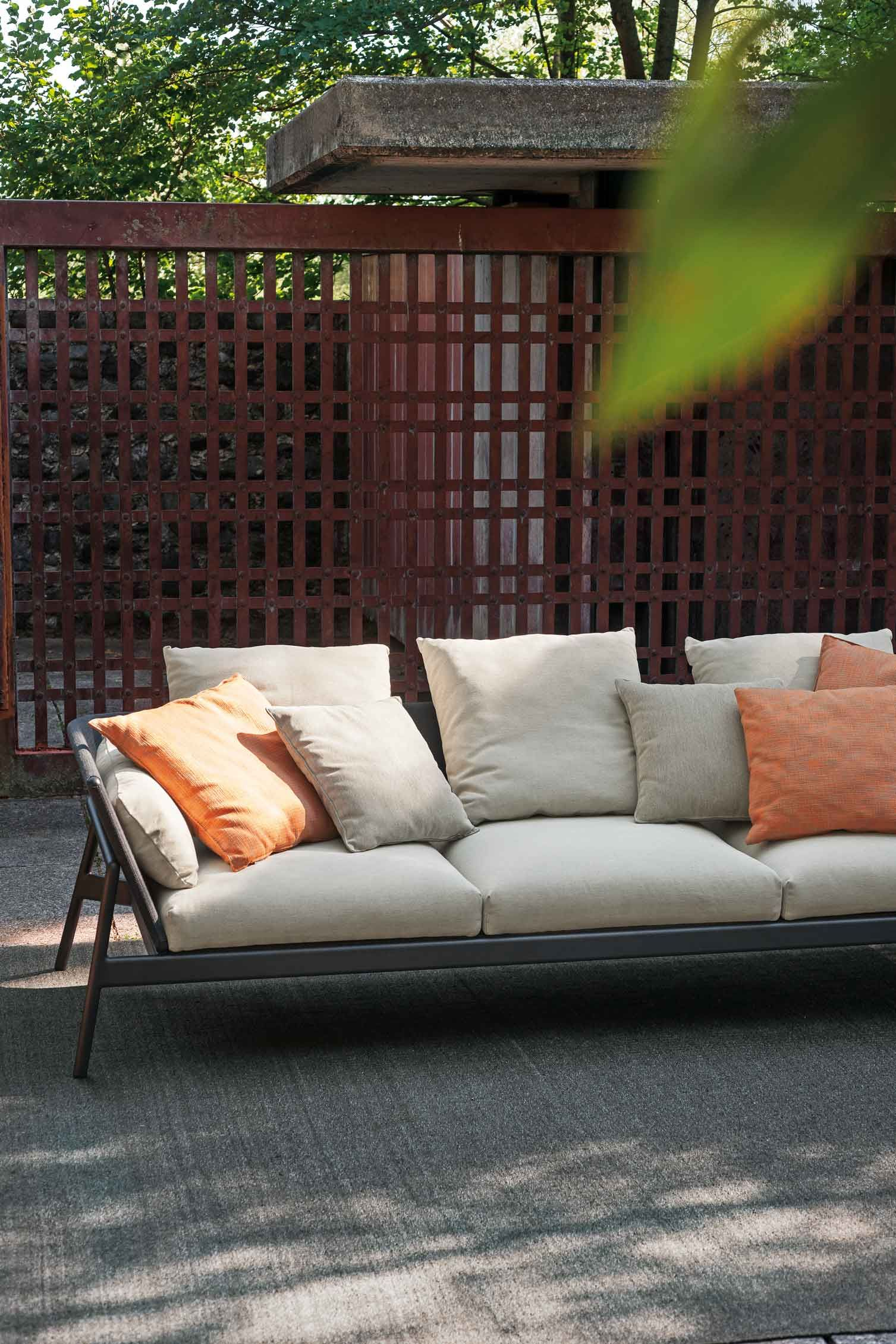Thanks to a combination of aluminum and batyline, our ... on Hhh Outdoor Living id=91347