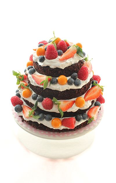 Chocolate cake with marshmallow frosting and fresh berries Recipe in Norwegian