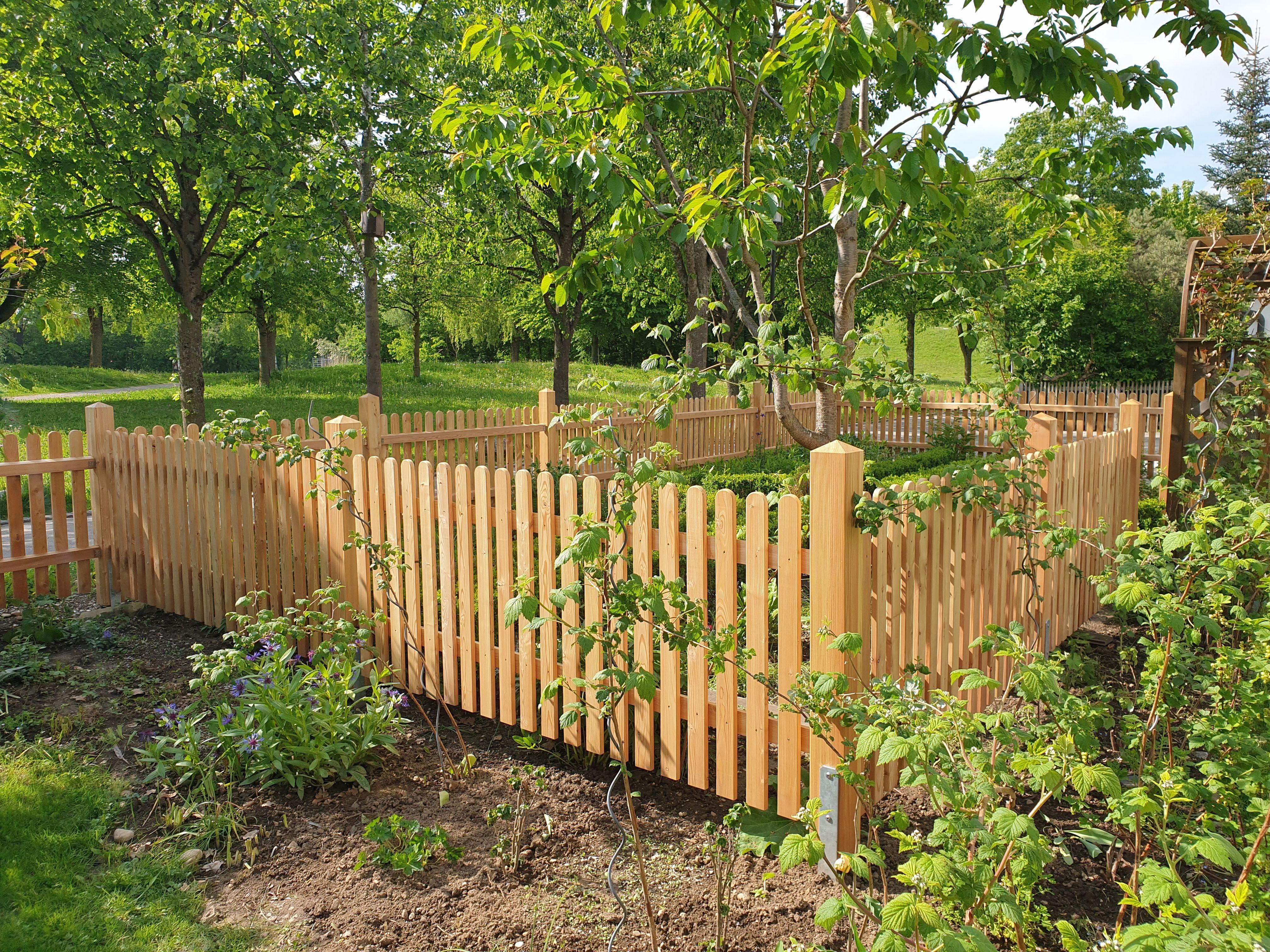 Ein Garten Im Garten Holz Im Garten Larche Gartenzaun