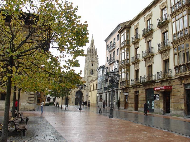 Oviedo es una ciudad y capital del principado de asturias for Oficina de turismo oviedo