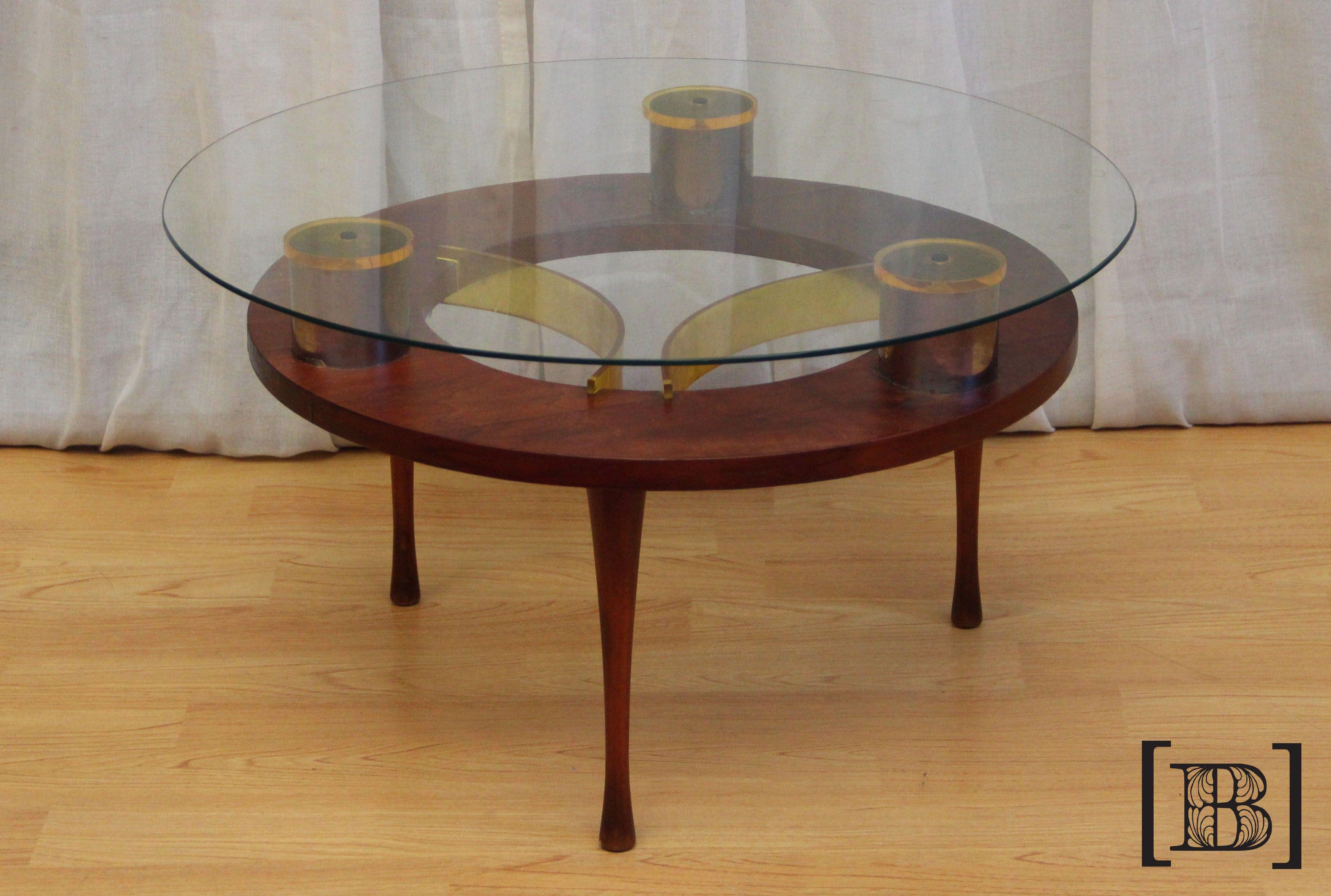 Mesa redonda acrílico amarillo y tapa de vidrio. Medidas (cm