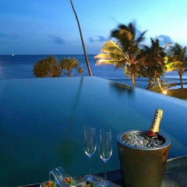 Champagne y vistas al mar es siempre una buena idea para ...