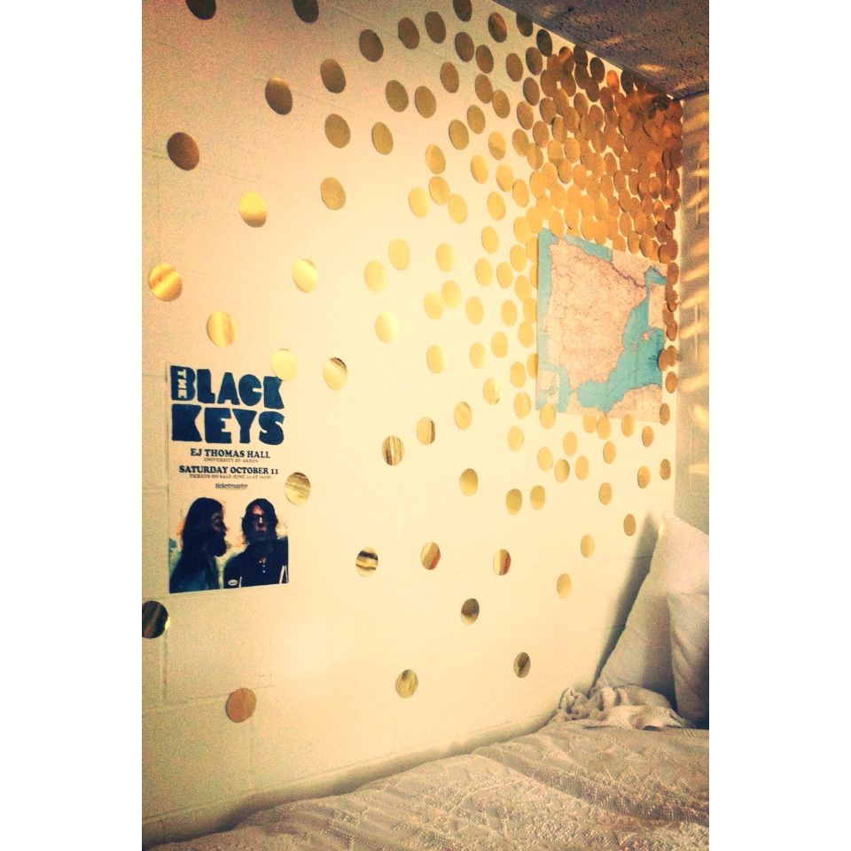 Gold circles wall decor, unique/cheap dorm idea | Living | Pinterest ...