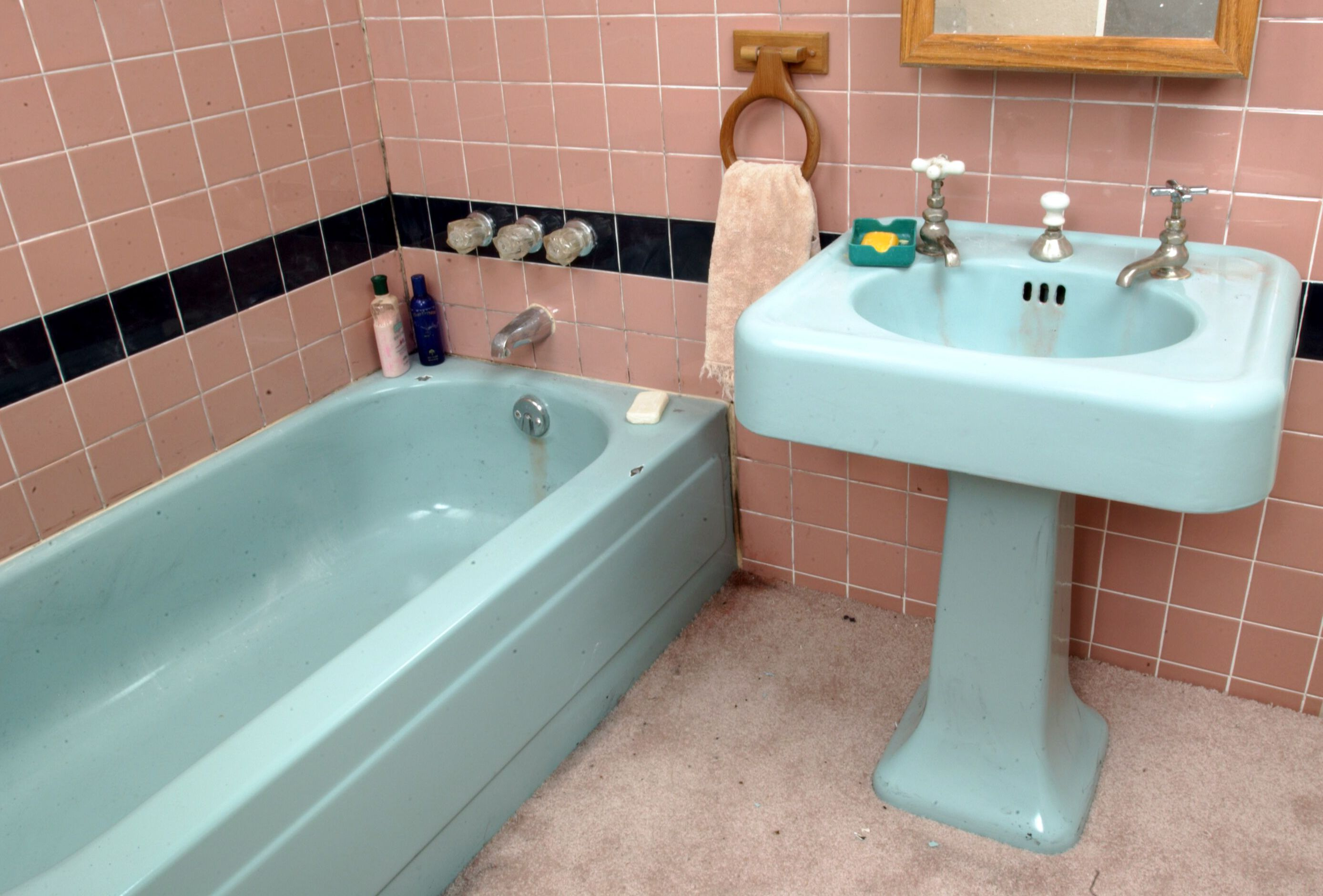 Pinning this only because it is the exact colors of our bathroom. Tips From  the Pros on Painting Bathtubs and Tile : Home Improvement : DIY Network