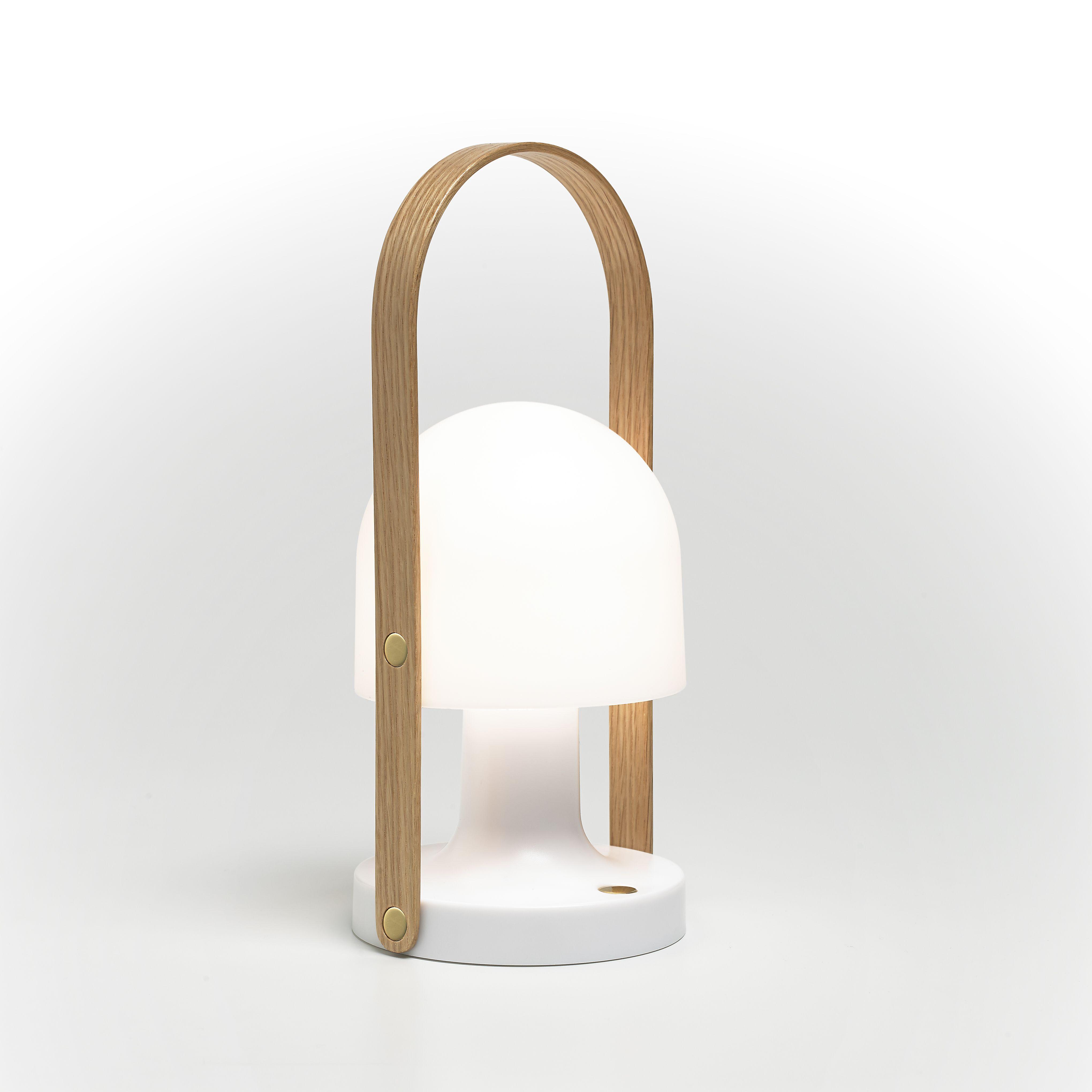 Baerbar Og Oppladbar Bordlampen Follow Me Lad Opp A Ta Med Ut I Sommernatten Lampebord Lampe Design Og Lamper