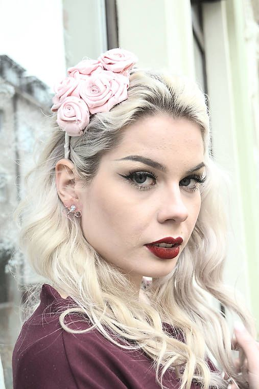 VivienMihalish / Púdrové ruže vo vlasoch - čelenka