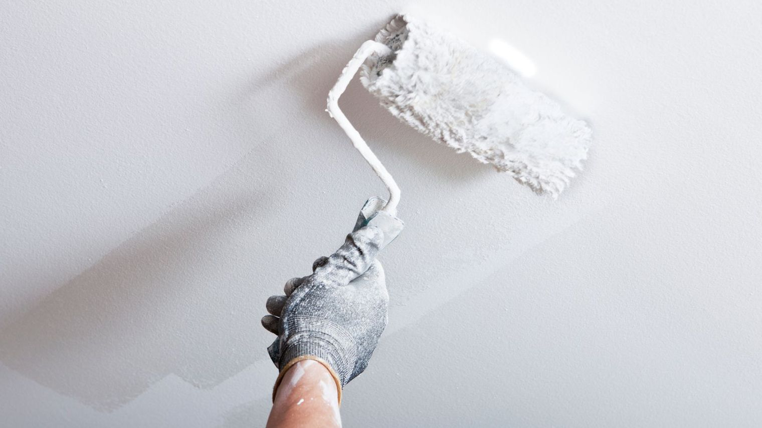 Comment Peindre Un Plafond Nos Conseils Trucs Astuces - Truc pour peinturer un plafond
