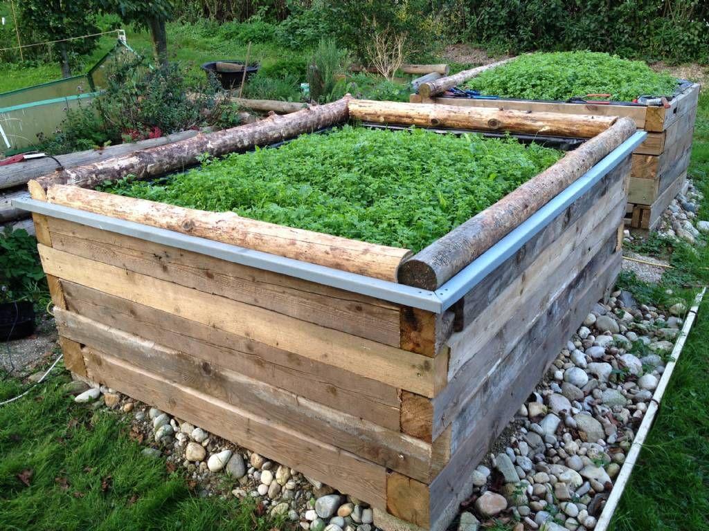 Holzbalken Garten Holzbalken Lasiert Und Dekoriert Gartendeko