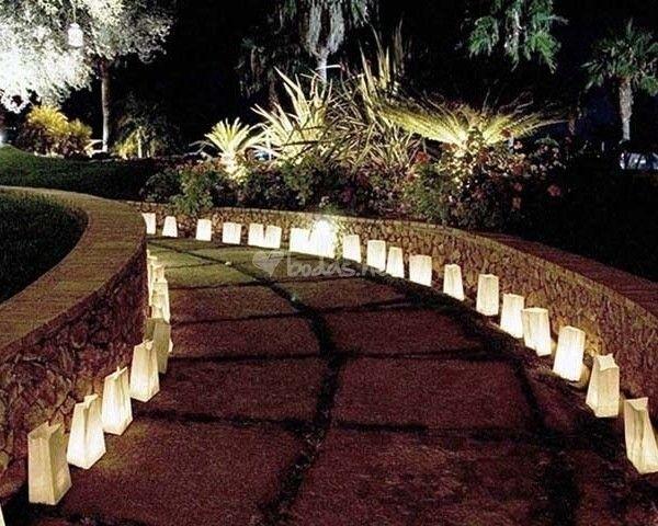 Iluminacin para bodas Camino de lmparas de papel