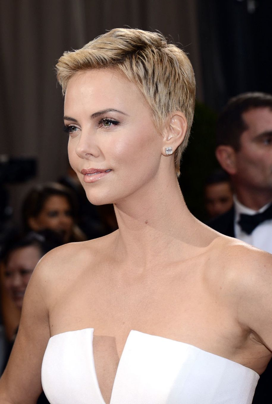 Charlize theron short hair hair pinterest charlize theron