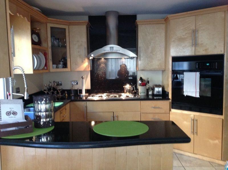 Casa en venta ubicada en otay cerca de uabc cuenta con for Gabinetes para cocina integral