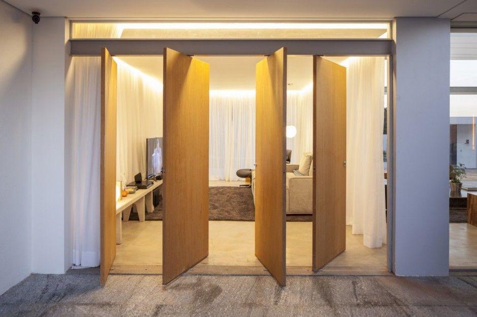 Attrayant Revolving Doors Retangular Contemporânea Casa Irradiando Transparência Na  Brasil