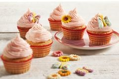 Cupcakes met romige MonChou topping