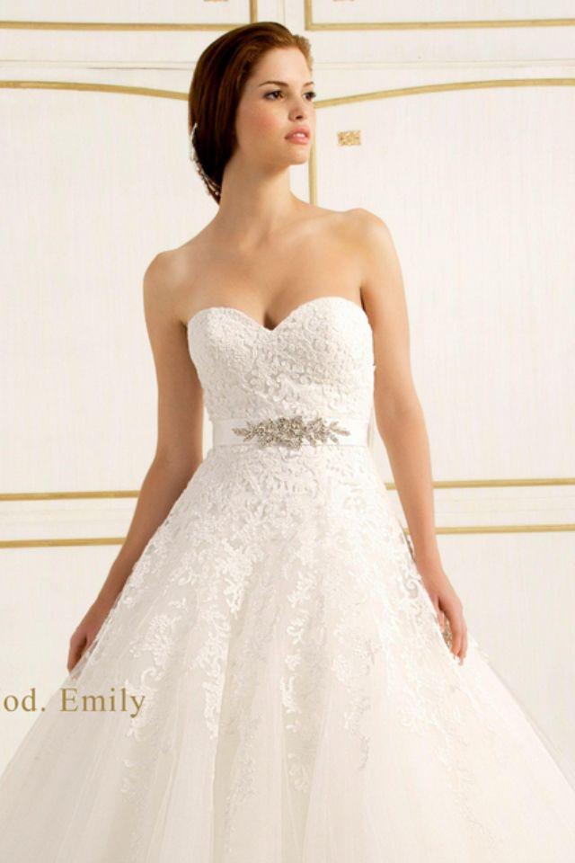 Muy bonito y elegante vestido de movia..!