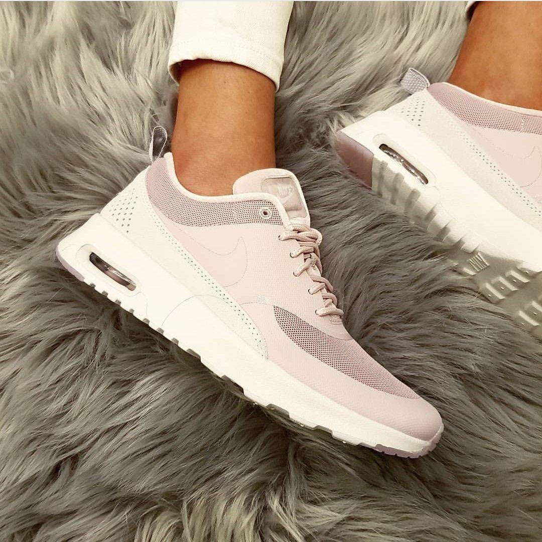 Nike Air Max Thea in rosadunkelrosa Foto