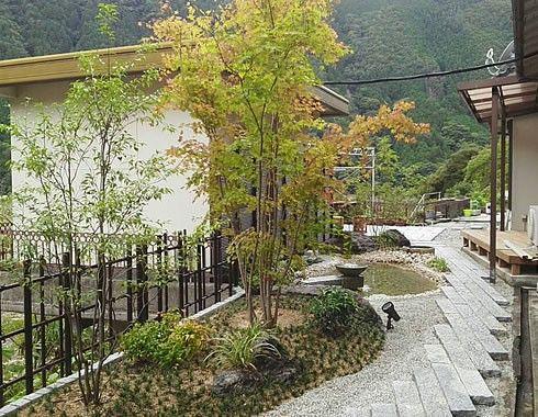 裏庭(小池・ウットデッキ) | 鐘田造園