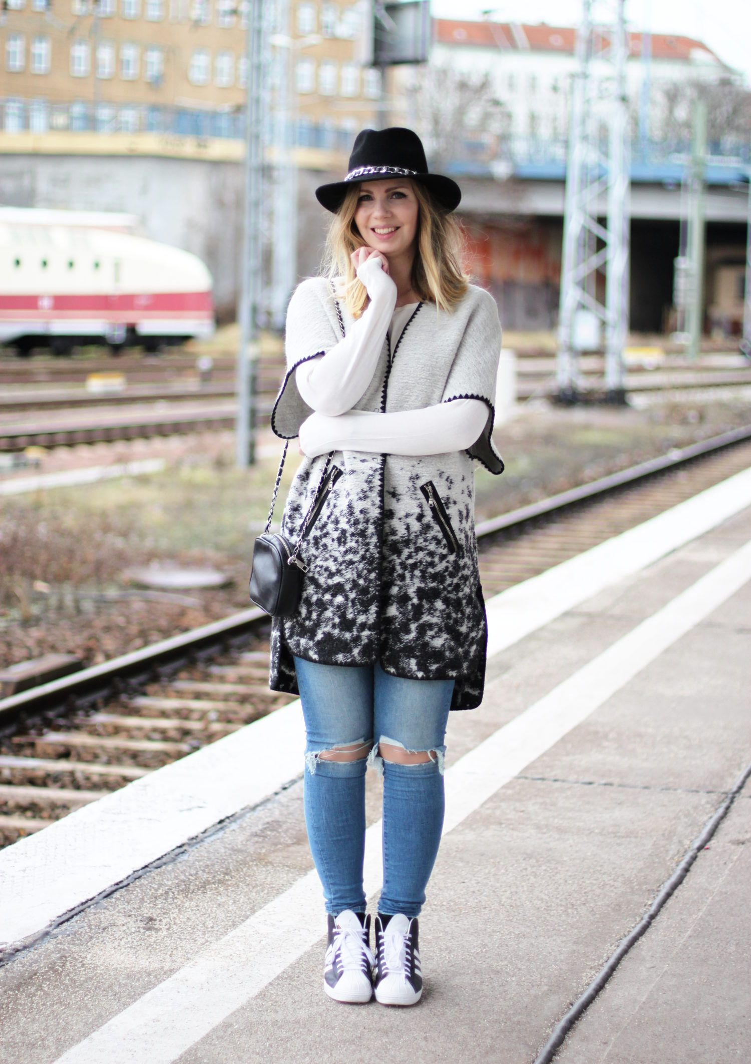 Outfit-Look-Destroyed-ripped-Jeans-von-H&M-Adidas-