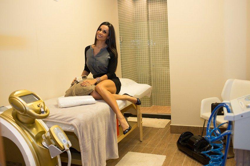 Fernanda D´avila prestigia inauguração de clínica de estética