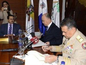 Medio Ambiente y Defensa firman acuerdo protección pesca y contra deforestación