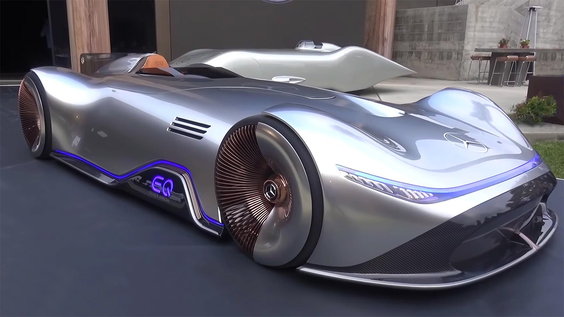 Mercedes Are Looking To The Future With The Vision Eq Silver Arrow Paying Tribute To Their Legendary Racing Cars This Futuristic Electric Hypercar Points