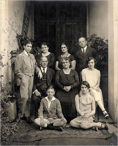 Frida Kahlo (far left), in a family photo wearing a man's suit, 1924.