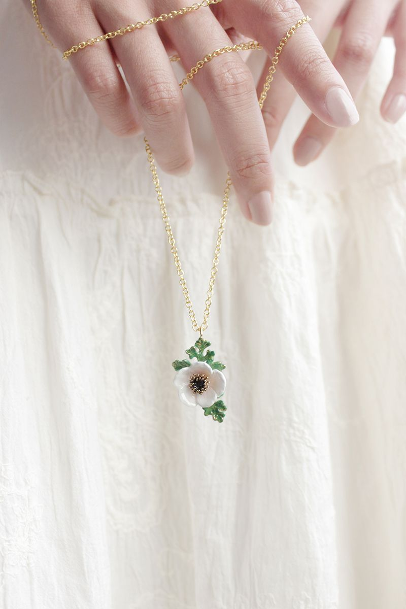 Anemone Necklace White With Images White Anemone Flower Necklace Anemone Flower