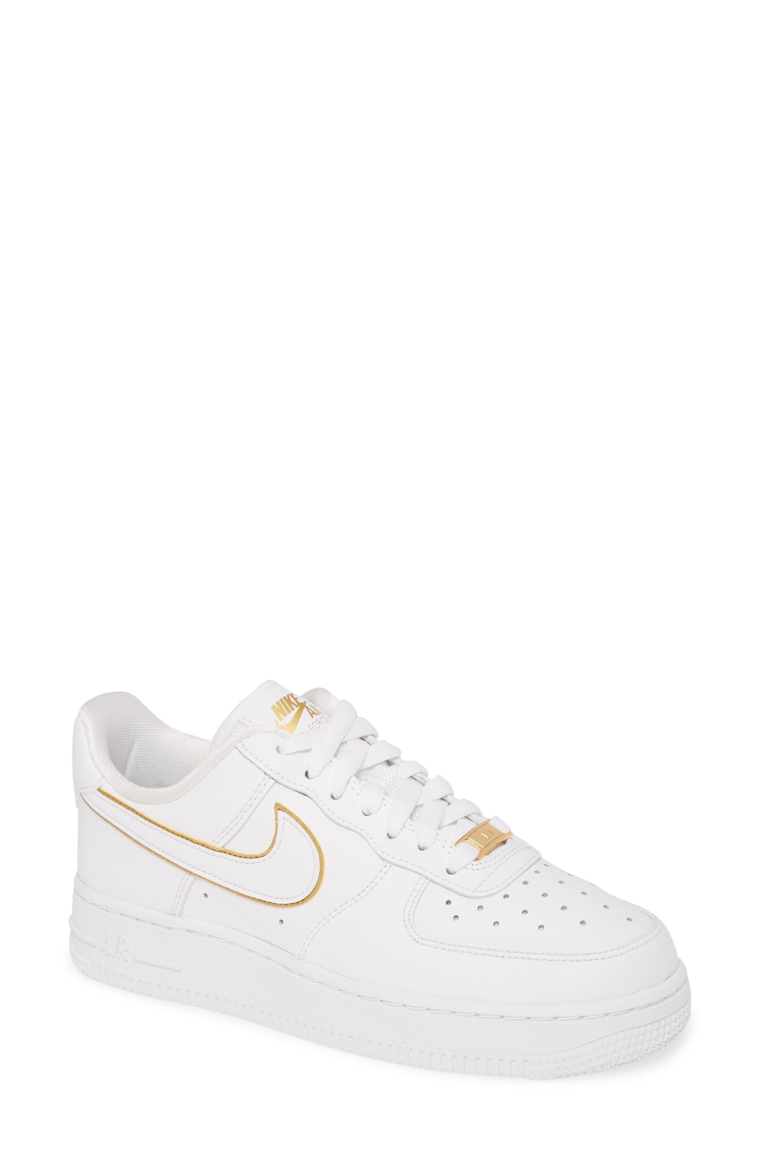 Nike Air Force 1 07 Ess Sneaker Women En 2020 Chaussures Nike Chaussure Sneakers Chaussure Mode