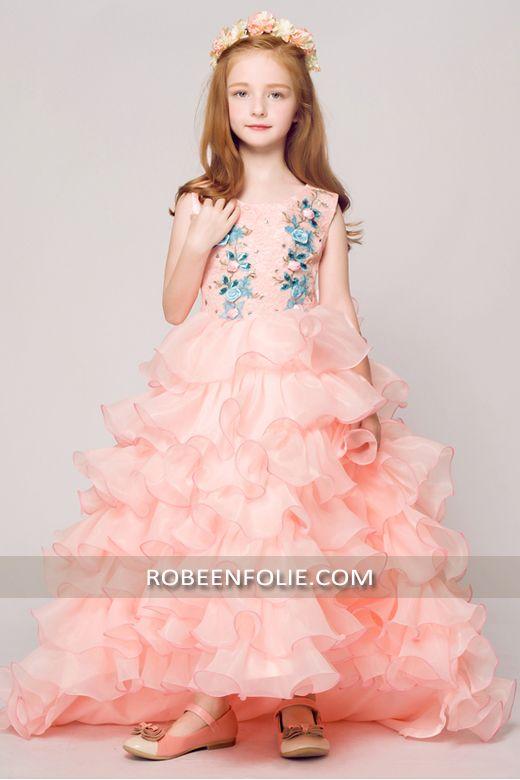 aec7c800cca3c Robe de soirée longue très chic en organza avec de la belle ornement  florale…  robe belle fille  robe soirée fillette
