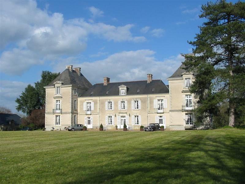 Entre Nantes Et Angers A Proximite De La Loire Et De Ses Vignobles Decouvrez Ce Magnifique Chateau Du Xviiie Gites De Charme Locations Vacances Gite Bretagne
