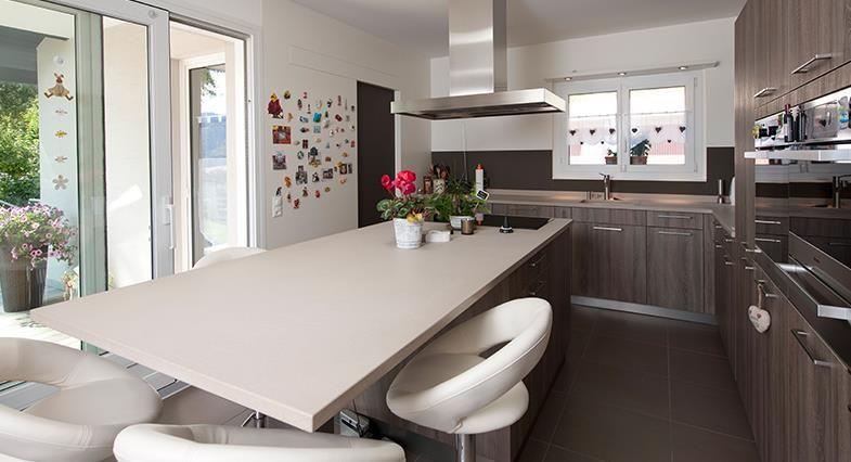cuisine moderne en bois avec table et chaises cuisine pinterest dining bench table et kitchen. Black Bedroom Furniture Sets. Home Design Ideas
