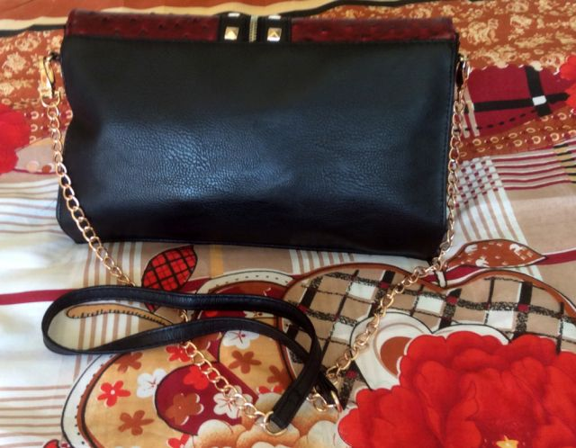 If you want to know the story of this beautiful bag, check out my new post :)
