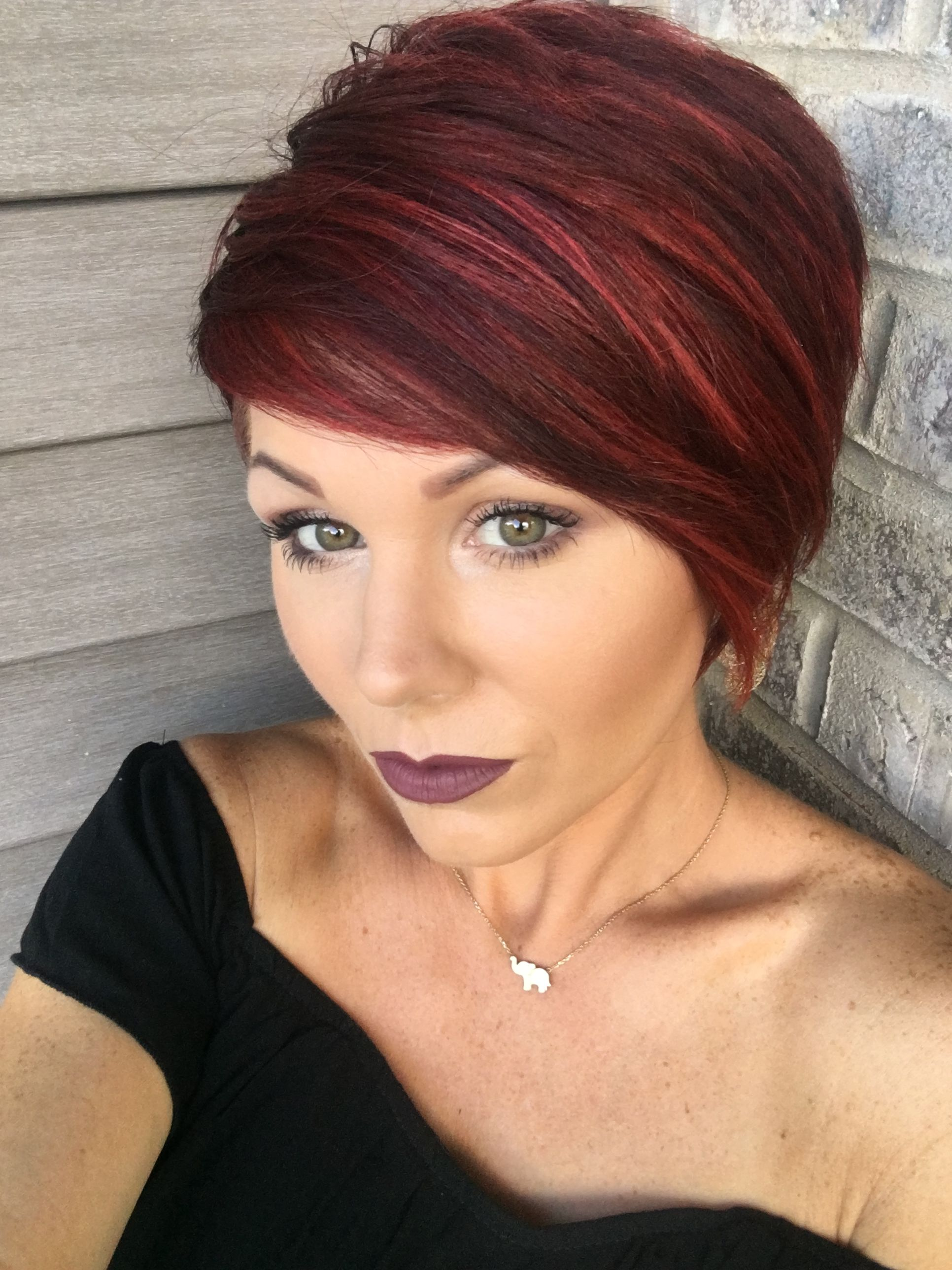 Red pixie with highlights beauty pinterest cabello cabello