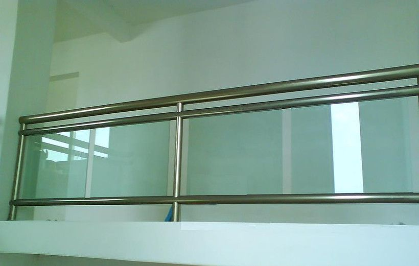 Kalum glass en 2019 railing pinterest barandales for Ventanas de aluminio color bronce