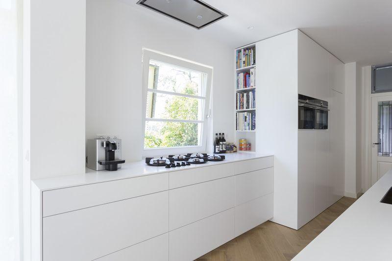 Strakke hi macs keukenblad en fronten met pitt cooking