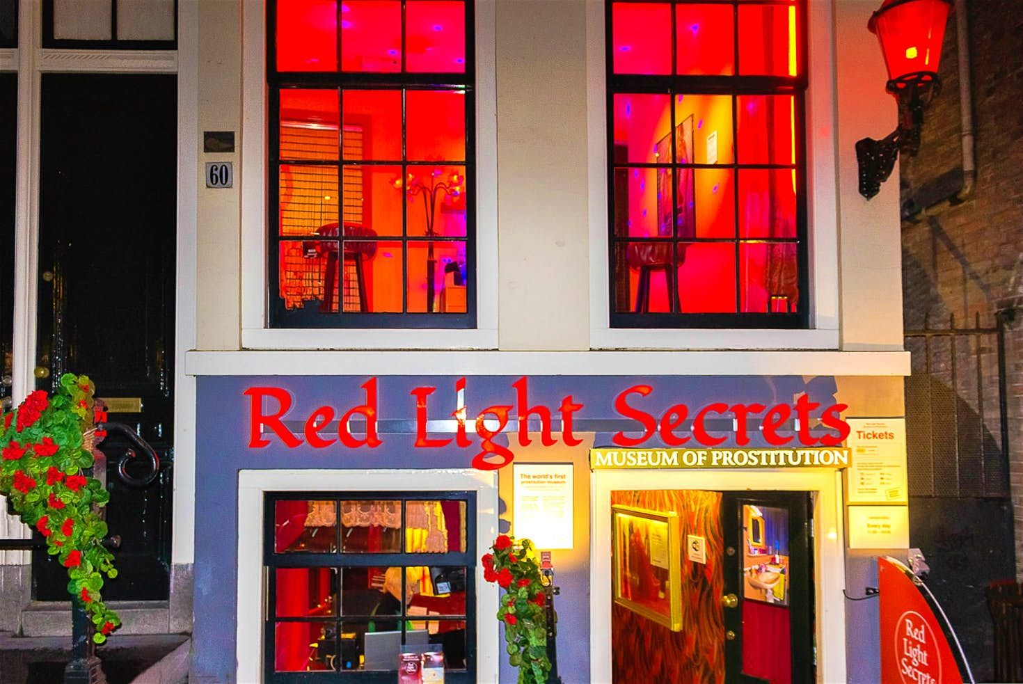 A Guide To Amsterdam S Red Light District Amsterdam Red Light