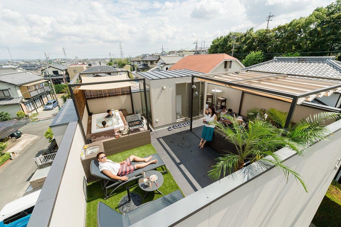 住宅街にひそかに広がる屋上リゾート空間 屋上テラスのデザイン テラスのデザイン 屋上パティオ