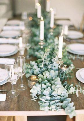 Eukalyptus und Kerzen - schöne Deko-Idee für die Winterhochzeit! #christmasweddingideas