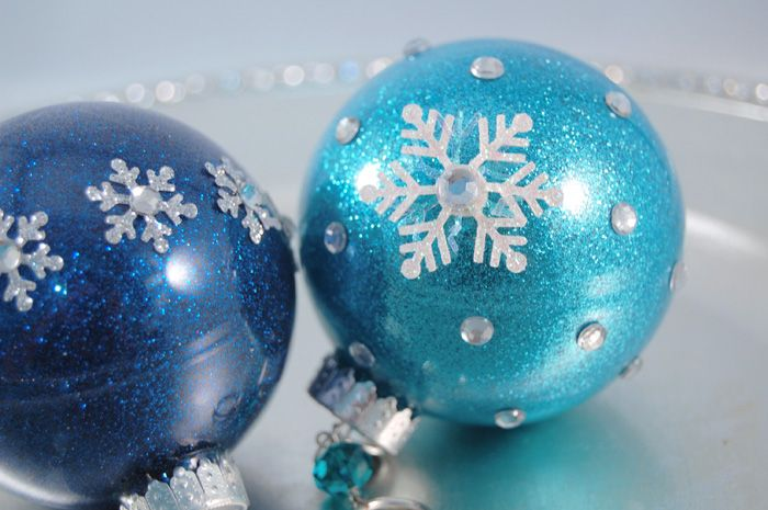 The secret to coating the inside of a clear ornament with glitter? Not  glue... use floor cleaner! - The Secret To Coating The Inside Of A Clear Ornament With Glitter