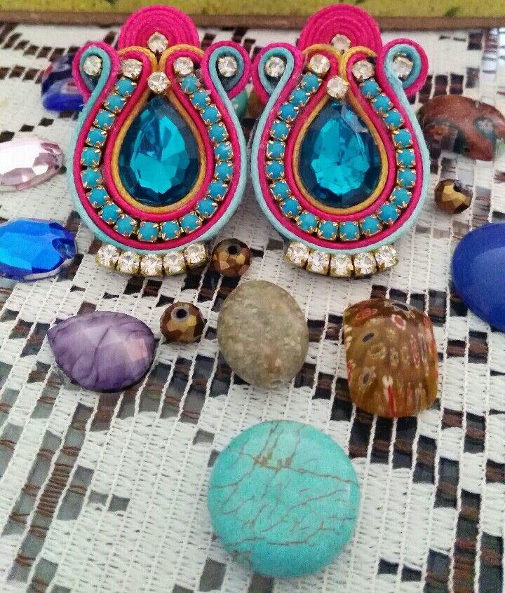 86b6665c8e38 Hermosos aretes soutache Mexico.