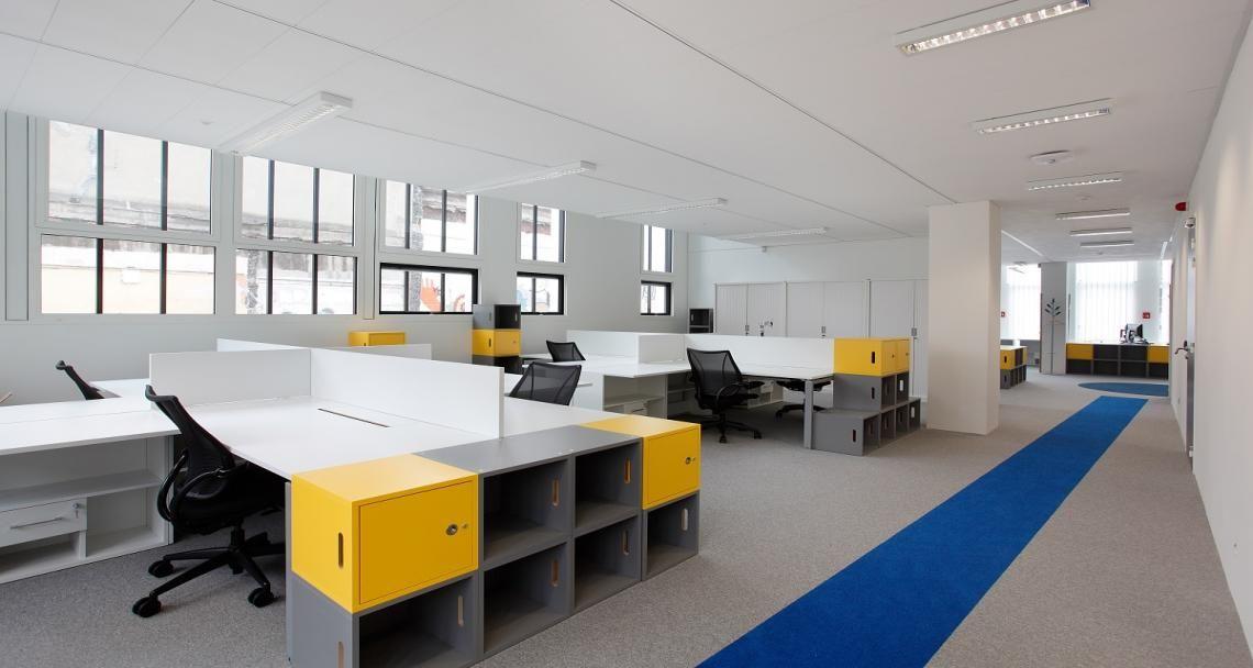 Open space dans les bureaux de technip à lyon france aménagement