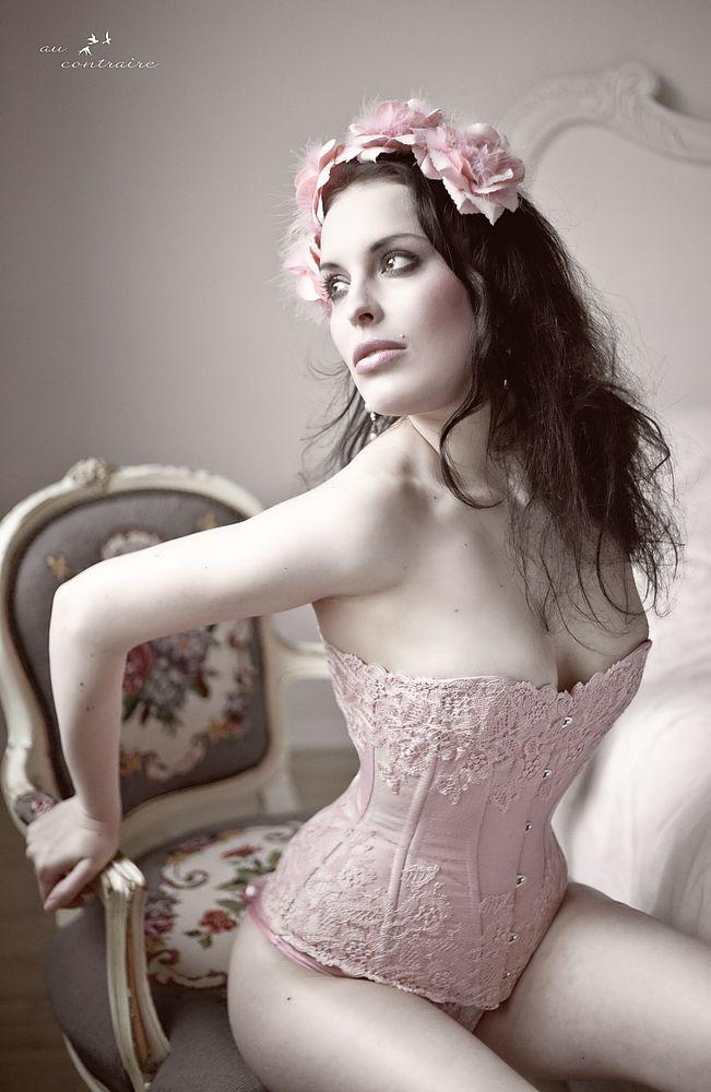 Peau d'Âme Corsets -- Photo: Au Contraire Photography -- Model: Lisa Denise
