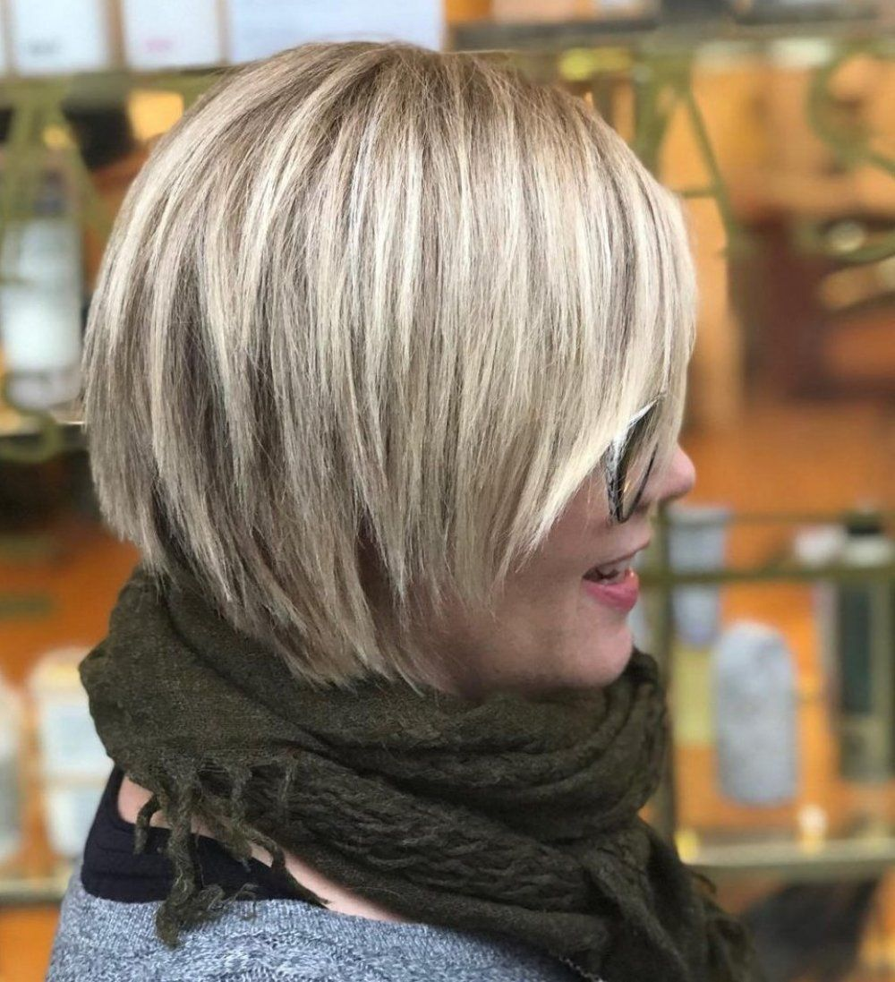 Choppy Bob With Blunt Layers Hairstyle In 2020 Choppy Bob Hairstyles Bob Hairstyles Choppy Bob Haircuts