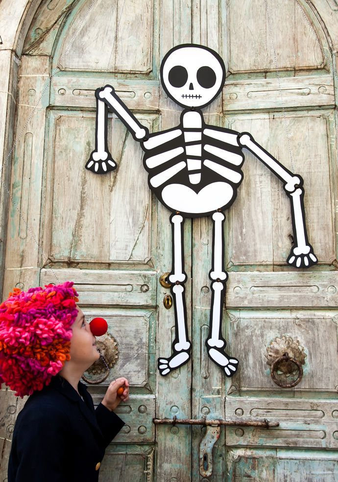 Trick-or-Treater Greeter Free printable, Fun halloween decorations - not so scary halloween decorations